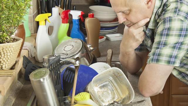 Ako perete suđe na ruke, držite se pravilnog redoslijeda kako bi ono na kraju bilo blistavo čisto