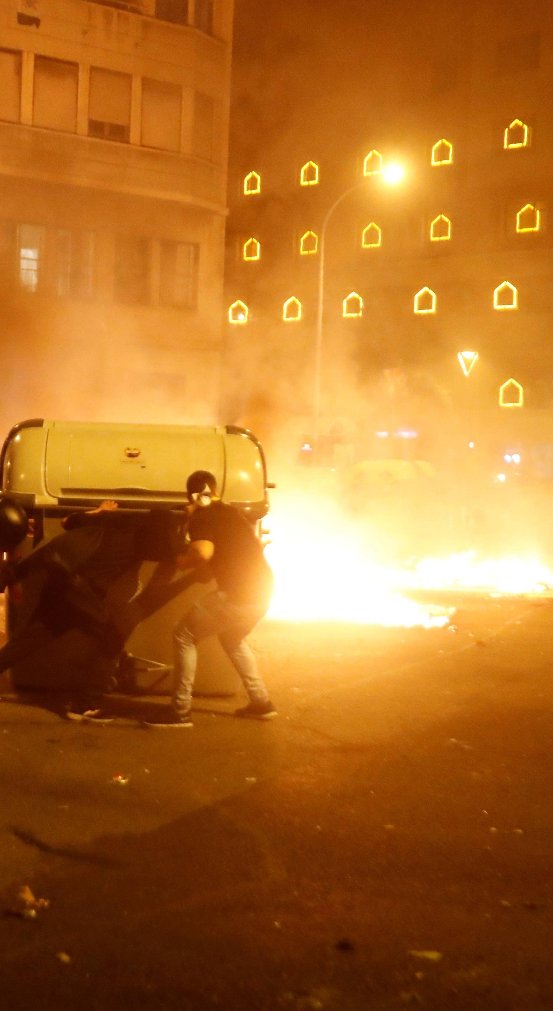 Pola milijuna ljudi na ulicama, 50 ih je ozlijeđeno: 'Tu je kaos'