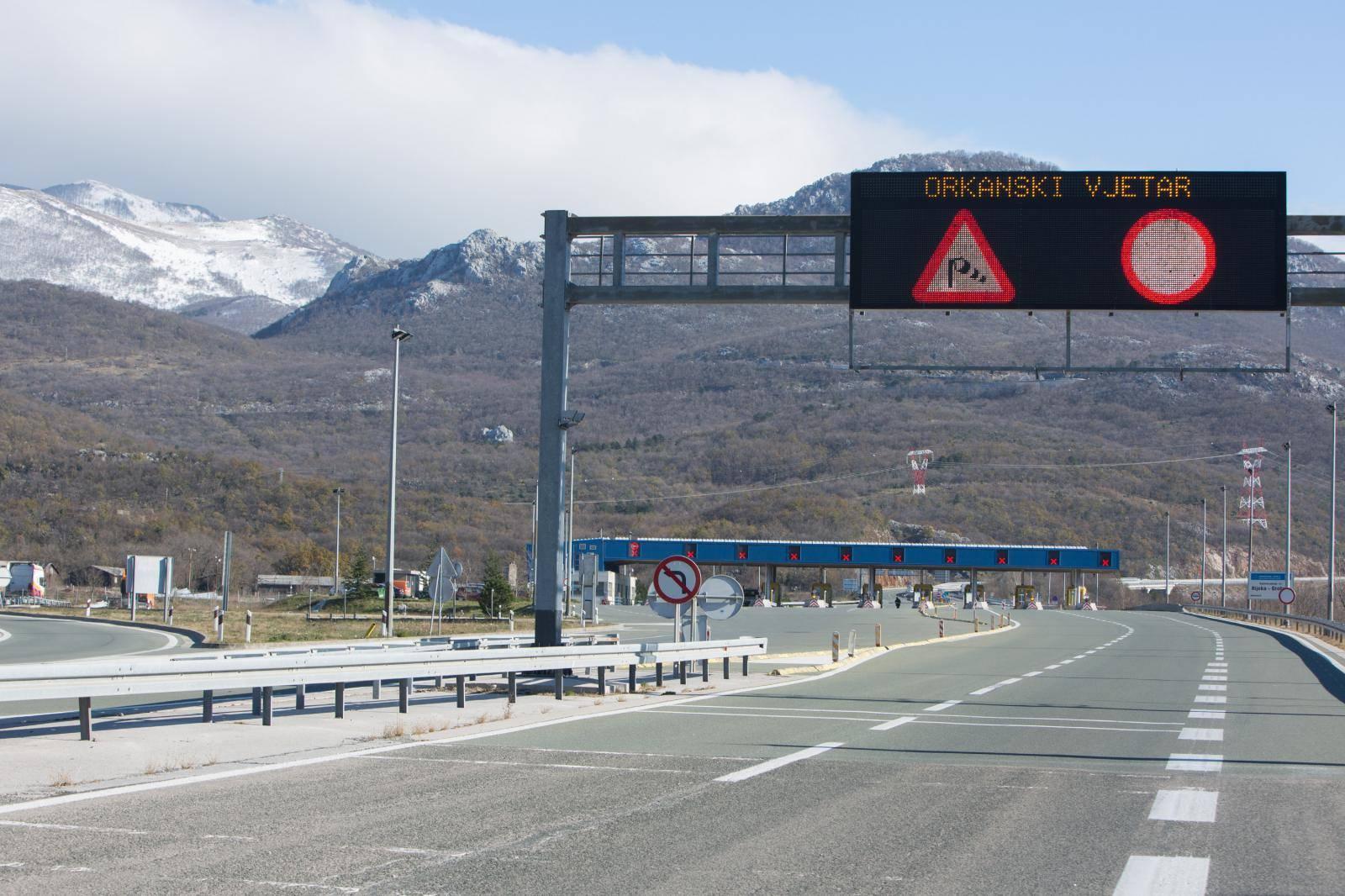 Vozači oprez! Srna na cesti između Križa i Ivanić-Grada
