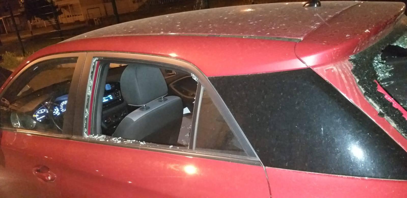 Utrine: Vandali palicama razbili auto i pobjegli, stanari ih vidjeli