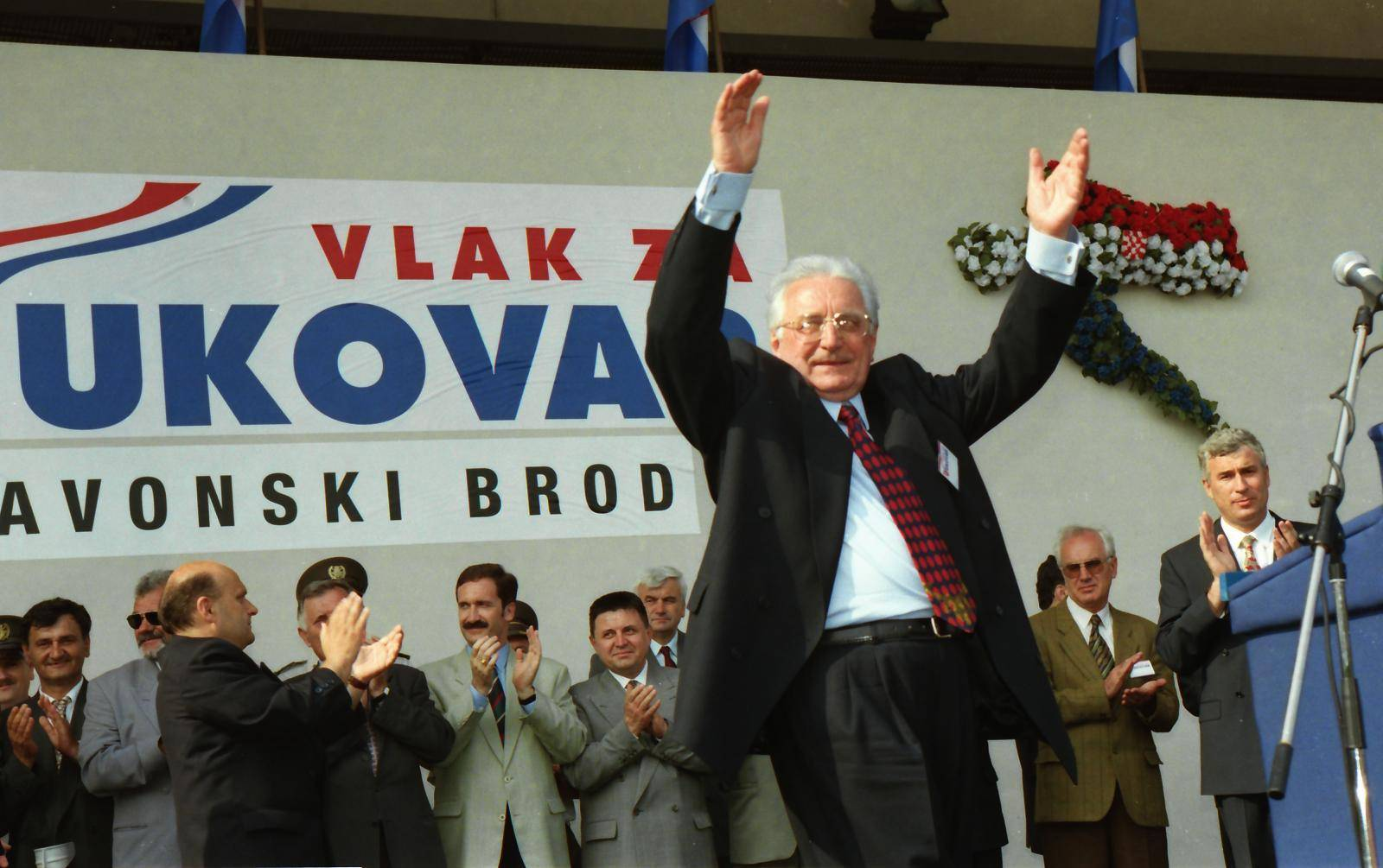 Povratak u napaćeni grad heroj: Vlak mira krenuo je za Vukovar, pjevalo se i klicalo slobodi...