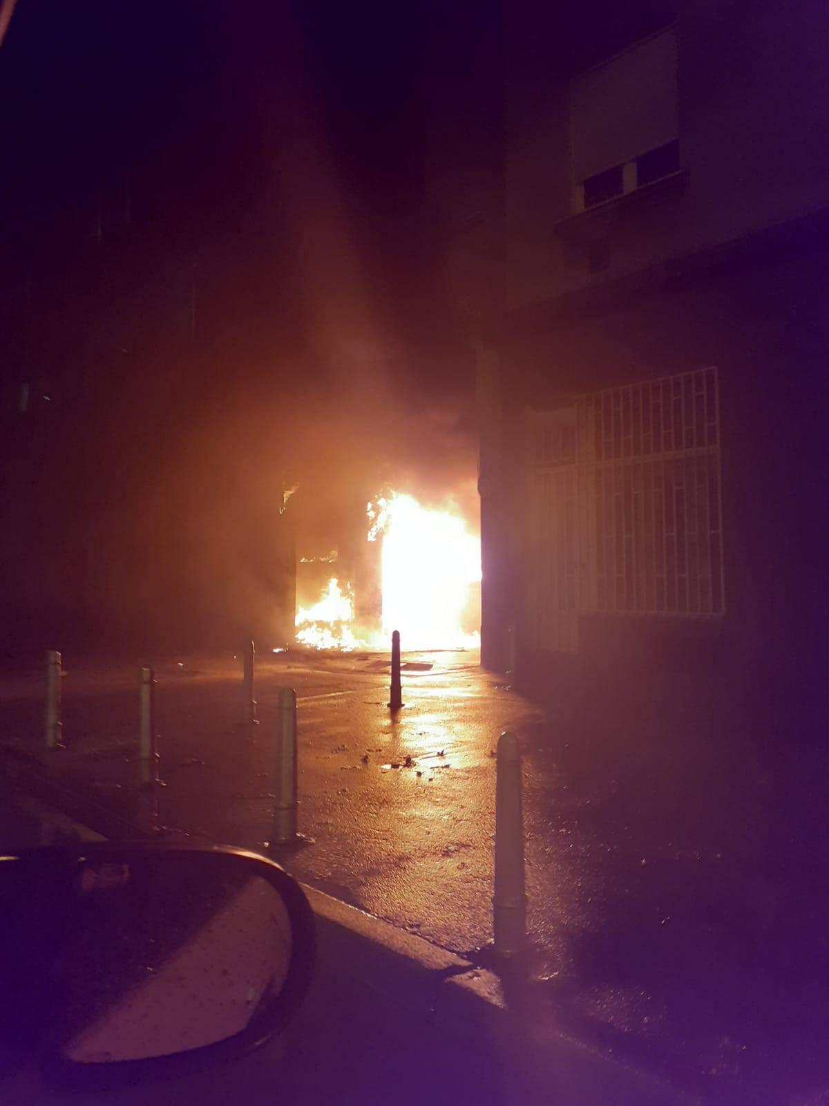 Izgorjeli kontejneri i dio fasade zgrade: 'Požar je bio jako velik'