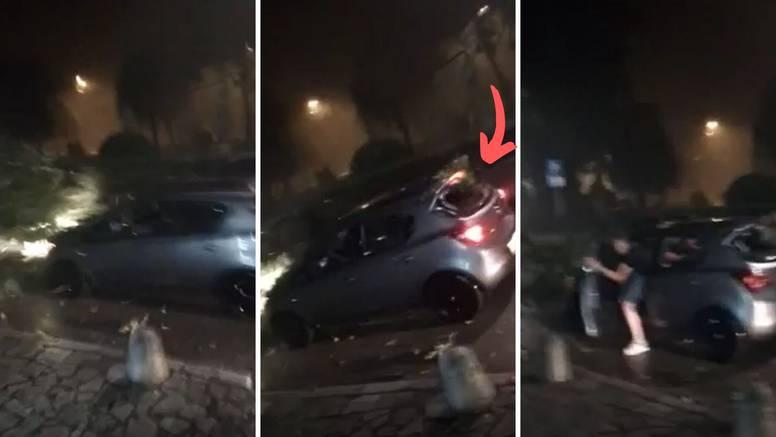 Grana razbila staklo na autu u vožnji, mladići uplašeno bježali