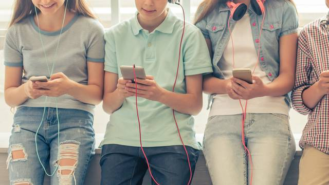 Društvo s kojim je ima najveći utjecaj na ponašanje tinejdžera