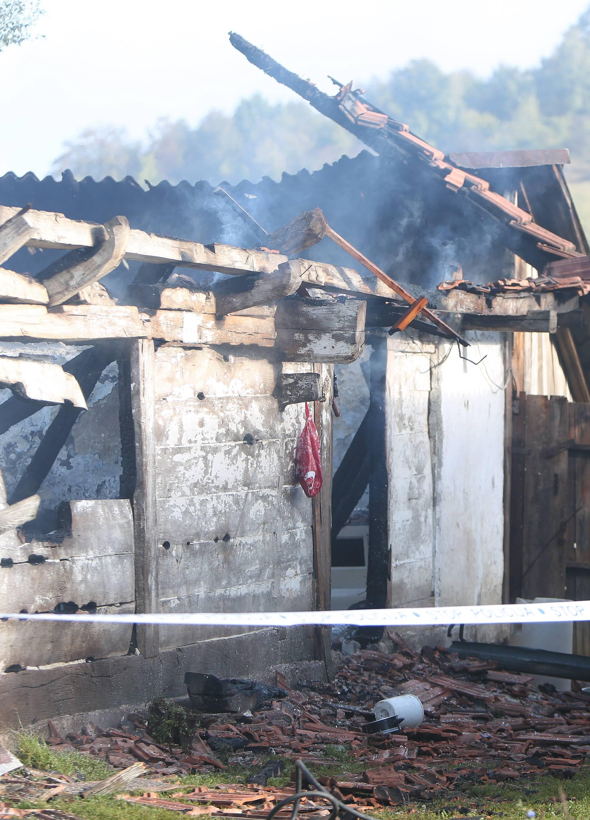 Vojnić: Jedna osoba preminula u požaru obiteljske drvene kuće