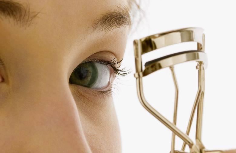 Dermatolozi tvrde: Uvijač za trepavice se ovako ne koristi!