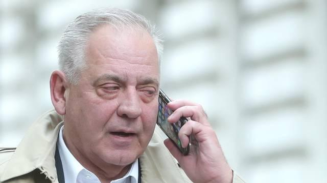 Izbjegavao novinare: Sanader kod suda glumio da telefonira?