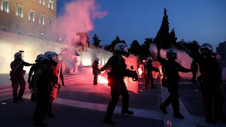 Prosvjed u Ateni: 7000 ljudi protiv obaveznog cijepljenja zdravstvenih djelatnika