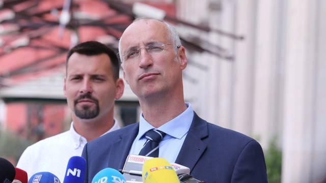 Split: Ivica Puljak, kandidat za gradonačelnika, i suradnici održali konferenciju za medije