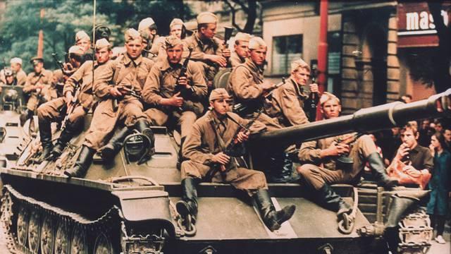 Prag 1968, Panzer in Prag