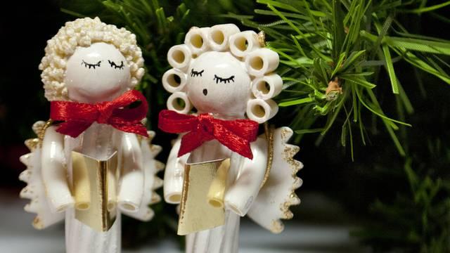 Zabava za obitelj: Napravite božićne ukrase od tjestenine