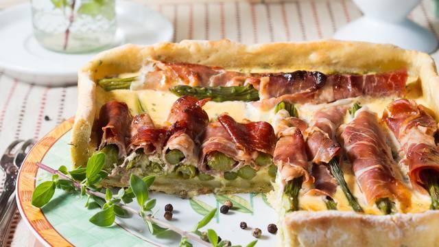 Square quiche with asparagus, ham and marjoram