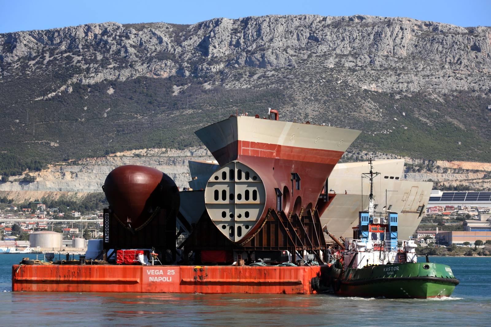 Split: Transport najzahtjevnijeg dijela brodskog trupa