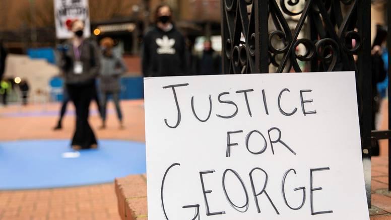 Počelo suđenje bivšem policajcu za smrt Georgea Floyda. Prijeti mu i do 40 godina zatvora