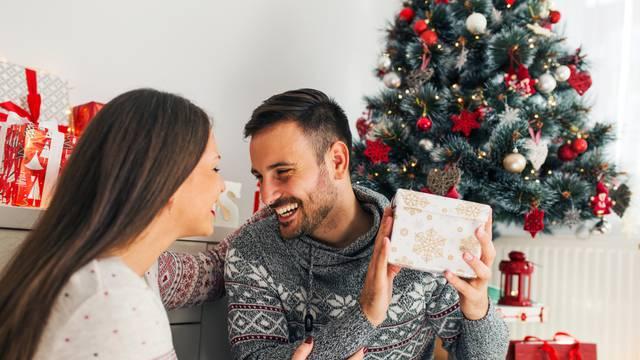 Top ideje za blagdanske poklone koje će oduševiti i nju i njega