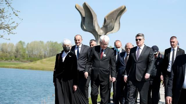 Bivši predsjednik Josipović: Ne može postojati razlika u pozdravu 'ZDS' HOS-a i NDH