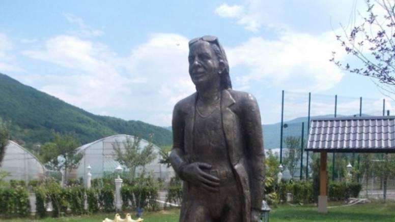 Vlastiti spomenik 'za dušu': ''Takav je kip sebi radio i Tito''