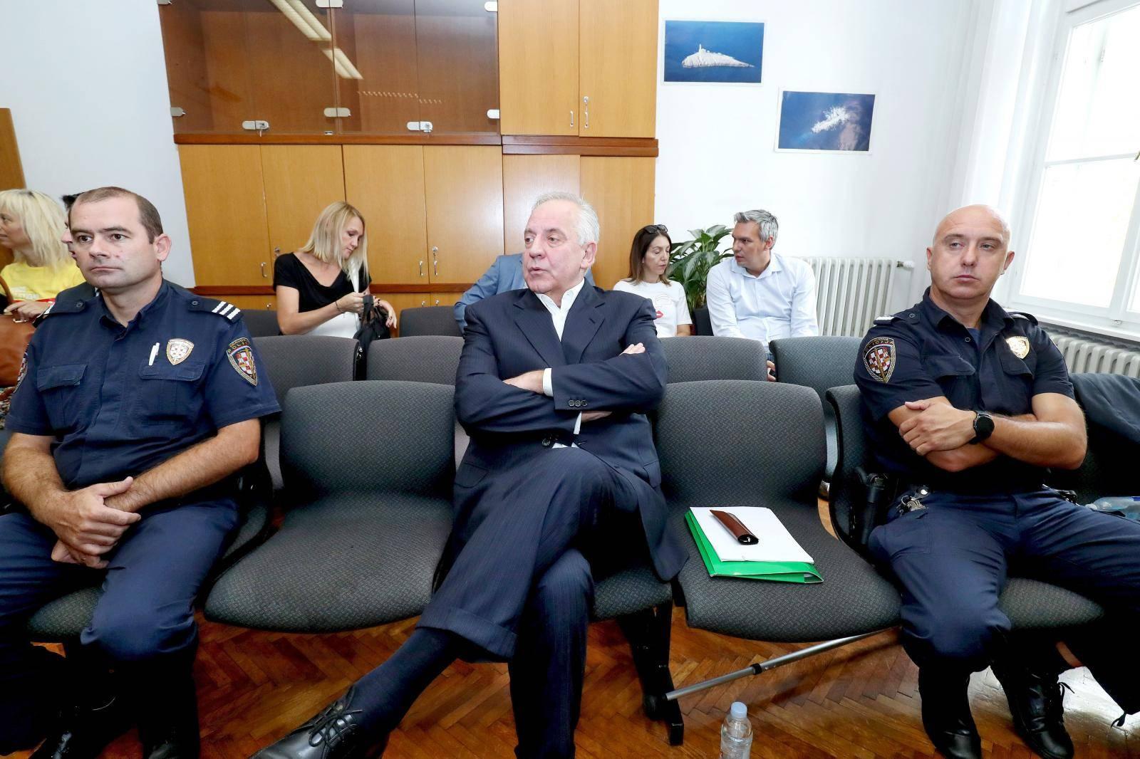 Zagreb: Nastavljeno suđenje Ivi Sanaderu u slučaju INA-MOL