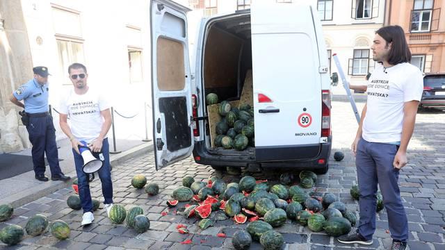 Zagreb: Kaos pred Vladom, Sinčić istovario hrpu lubenica na Markovom trgu