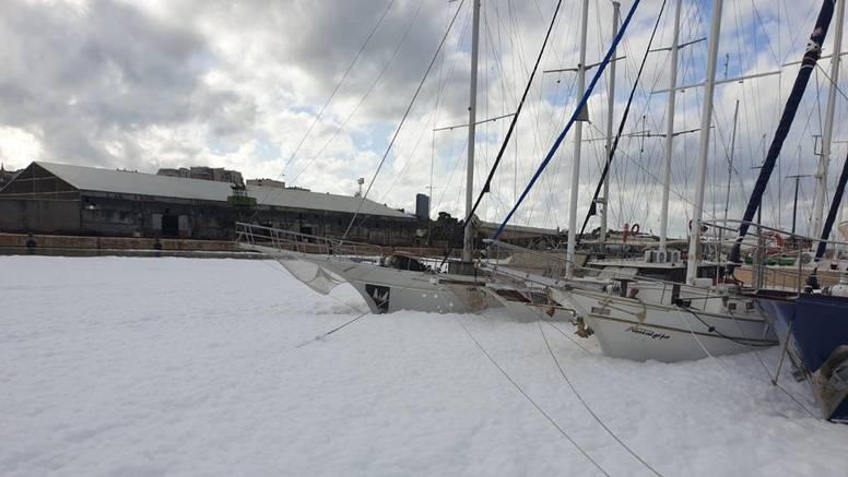 More se u Vranjicu uopće ne vidi od pjene: 'Moramo čekati da sve iscuri, nije opasno za okoliš'