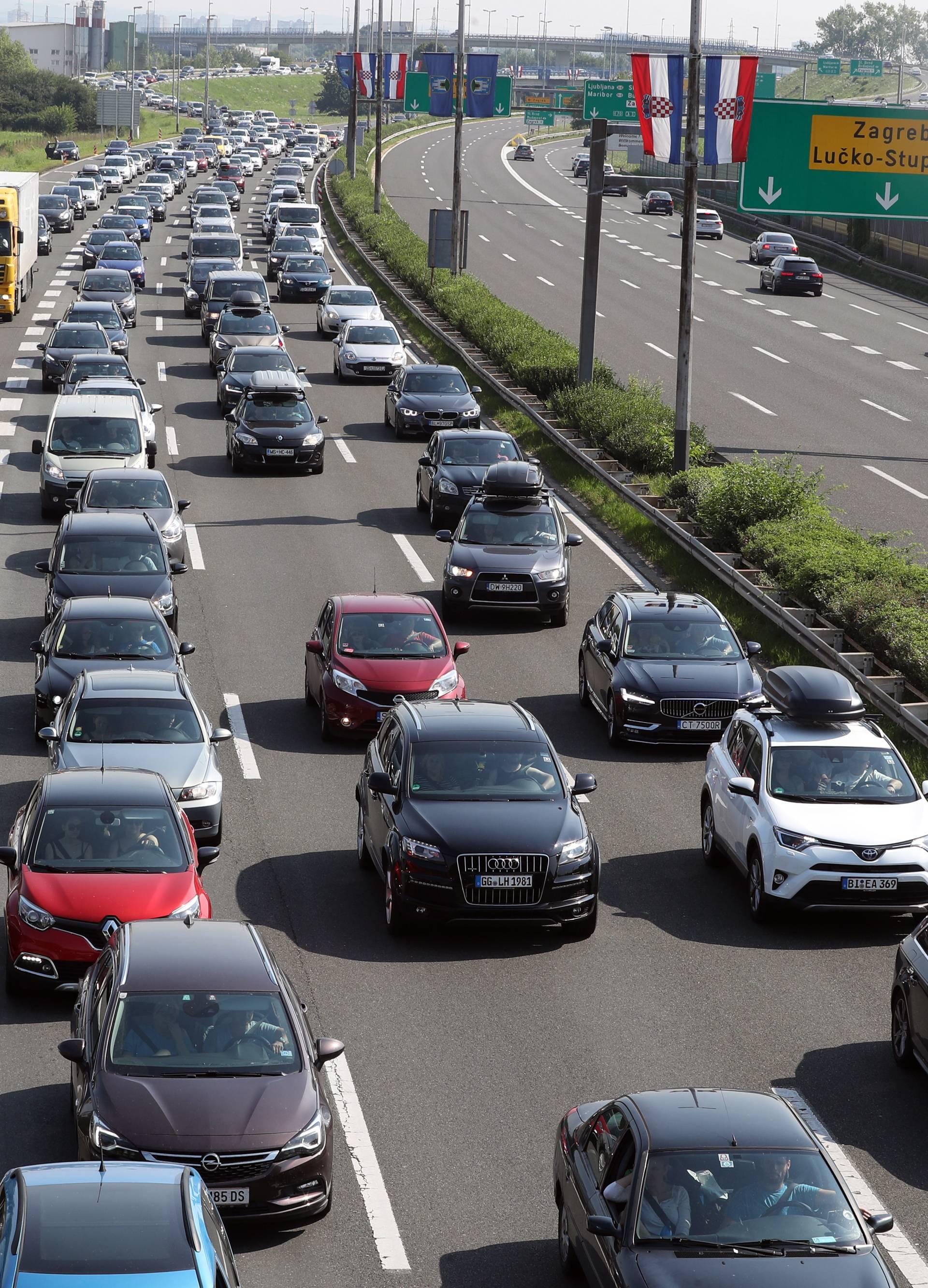 Velike gužve na cestama već od petka: Česti zastoji i kolone