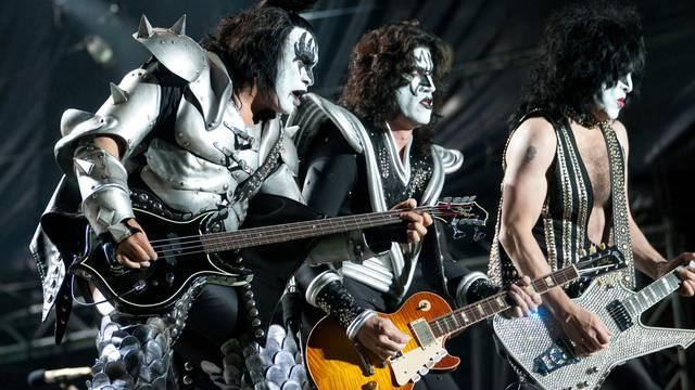 Fenomen Glam metala: Kad su muškarci u štiklama i s ružem na usnama vladali svijetom