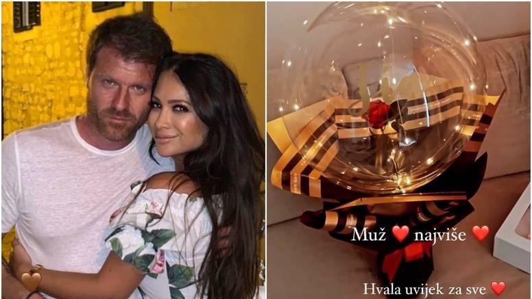 Tia Mamić pokazala što joj muž poklonio, spomenula i pokojnu majku: 'Uvijek je bila predivna'