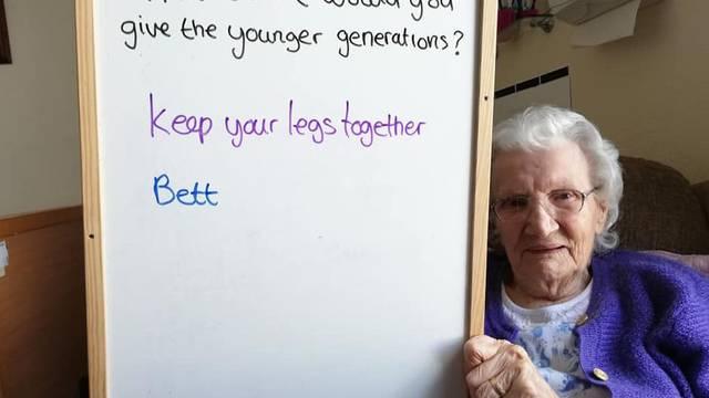 Iskreni savjeti umirovljenika: Potroši sav novac i ne širi noge