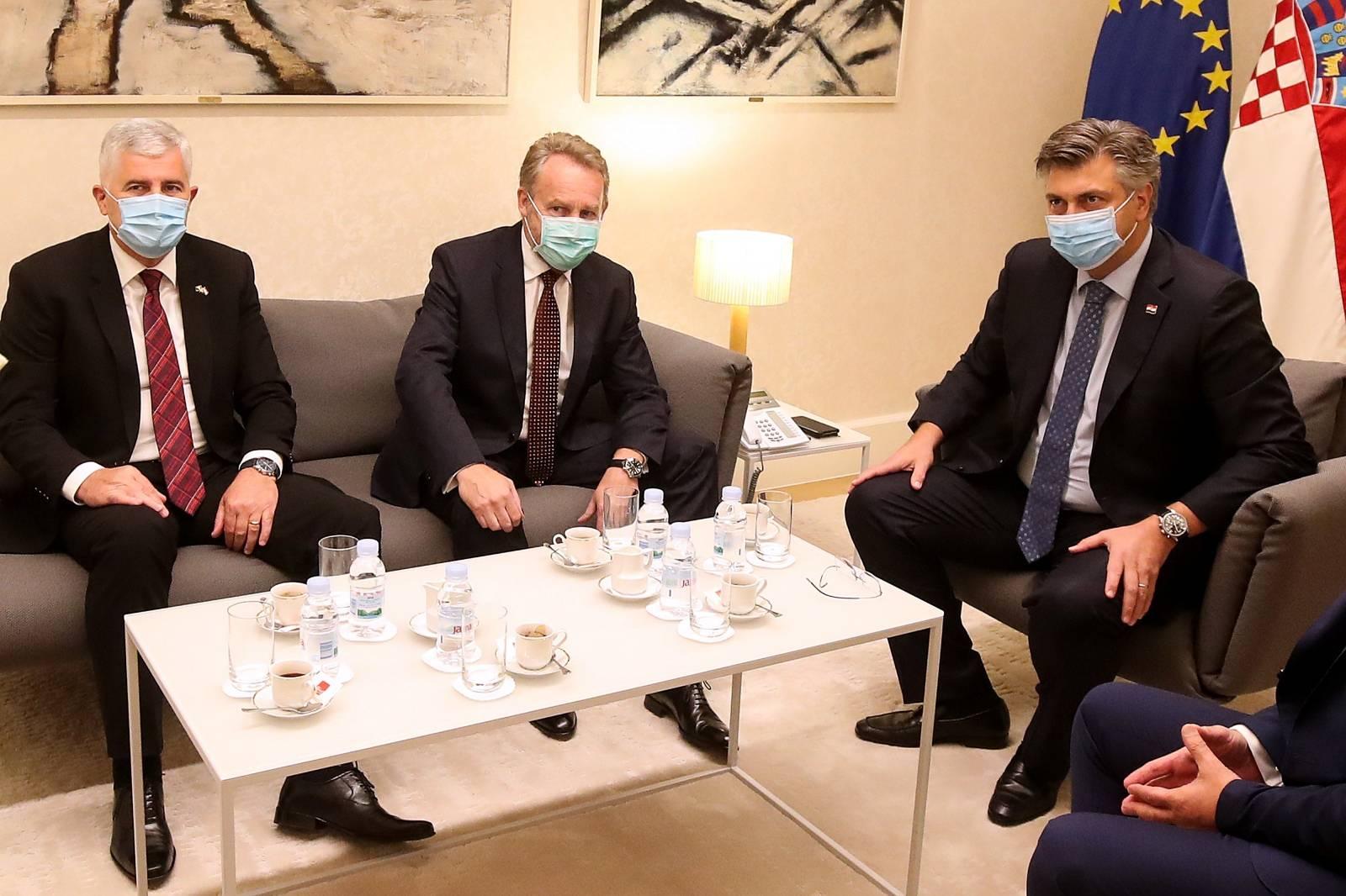 Zagreb: Predsjednik Vlade Plenković susreo se s Draganom Čovićem i Bakirom Izetbegovićem