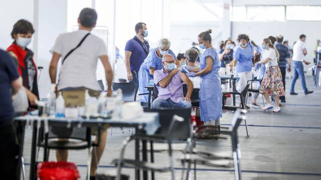 Zagreb: Masovno cijepljenje protiv koronavirusa na Velesajmu