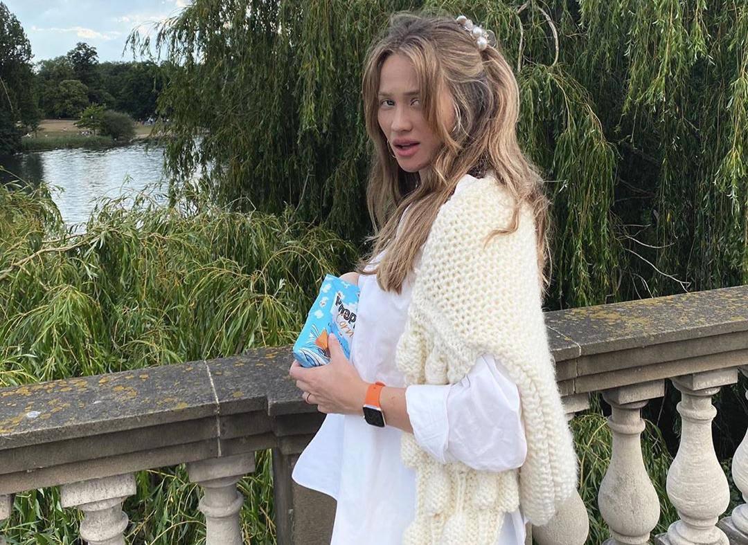 Izabel Kovačić skinula šminku: Košuljom je prekrila 'trbuščić'