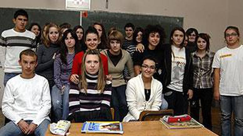 Karlovac: Raspelo na zidu učionice podijelilo učenike