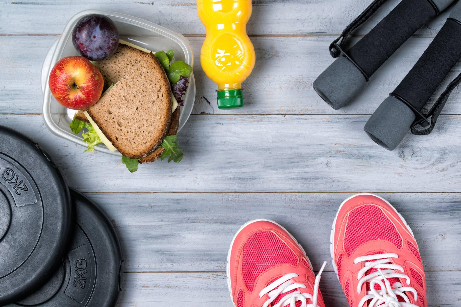 Jednostavne rutine koje su ljudima pomogle smršavjeti: Hodanje, manji tanjuri i porcije