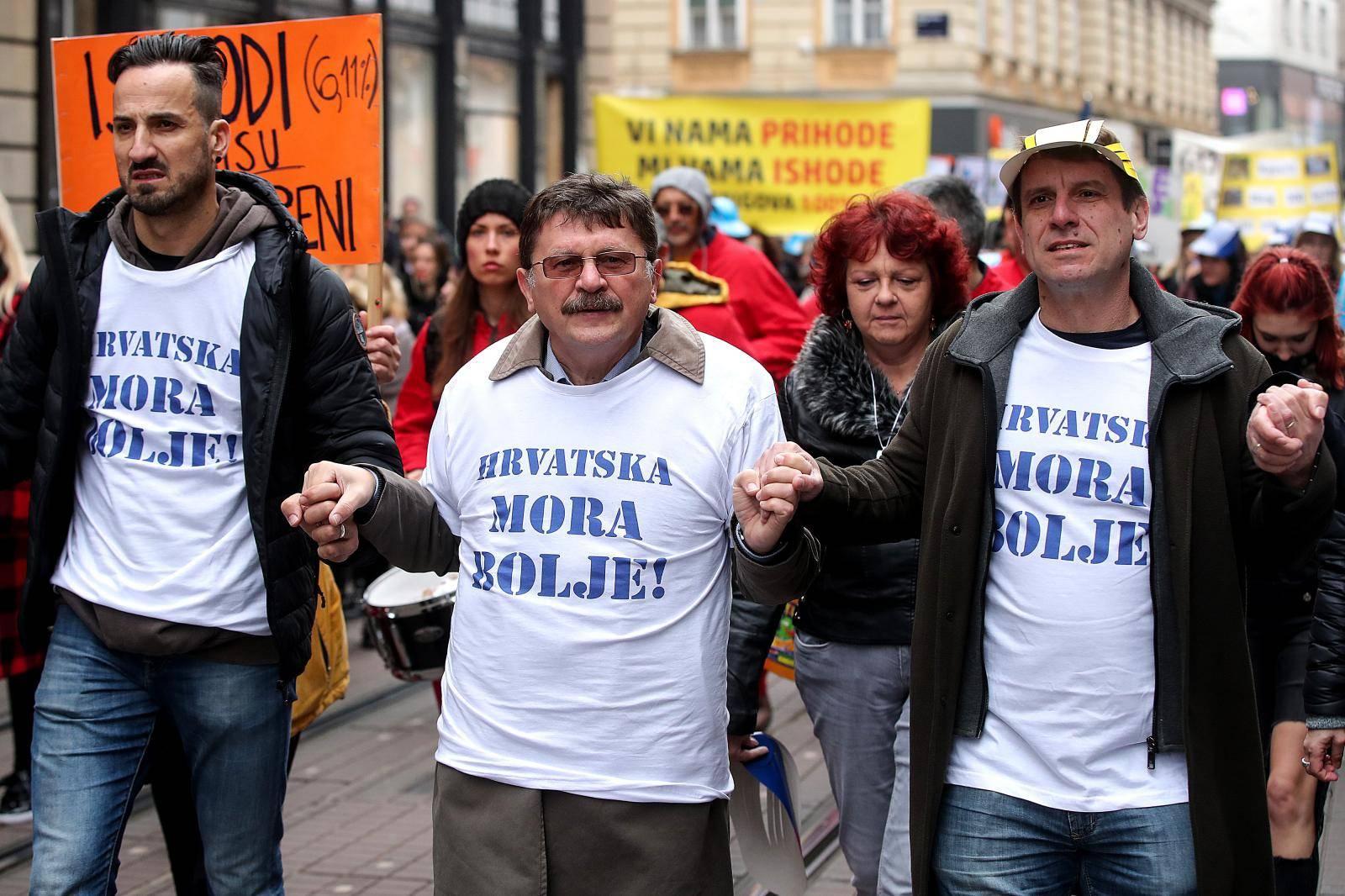 Zagreb: Tisuće učitelja stiglo je na glavni gradski Trg