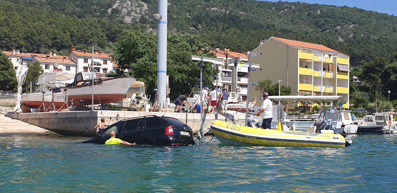 Slovenci spuštali gliser u more na Cresu pa im zaplivao i auto