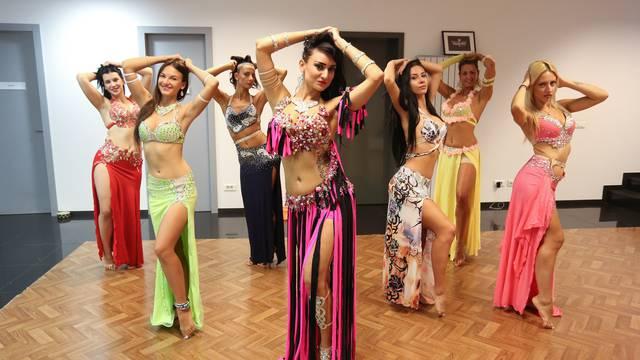 Zavodljivo orijentalno plesanje: Leini kukovi baš savršeno rade