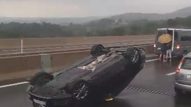 Prevrnuo se automobil: Hitna je prevezla vozačicu u bolnicu