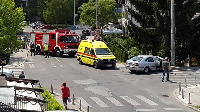 Troje u bolnici nakon sudara  Škode i Lancie u Sesvetama