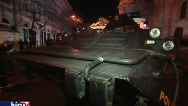 Oklopna vozila čuvaju božićni sajam: 'To je samo propaganda'