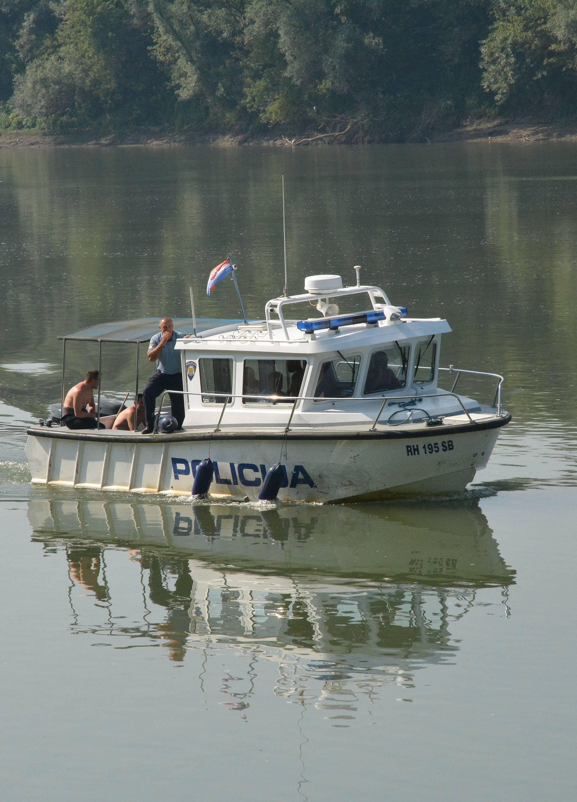 Slavonski Åamac: Potraga za nestalim u Savi
