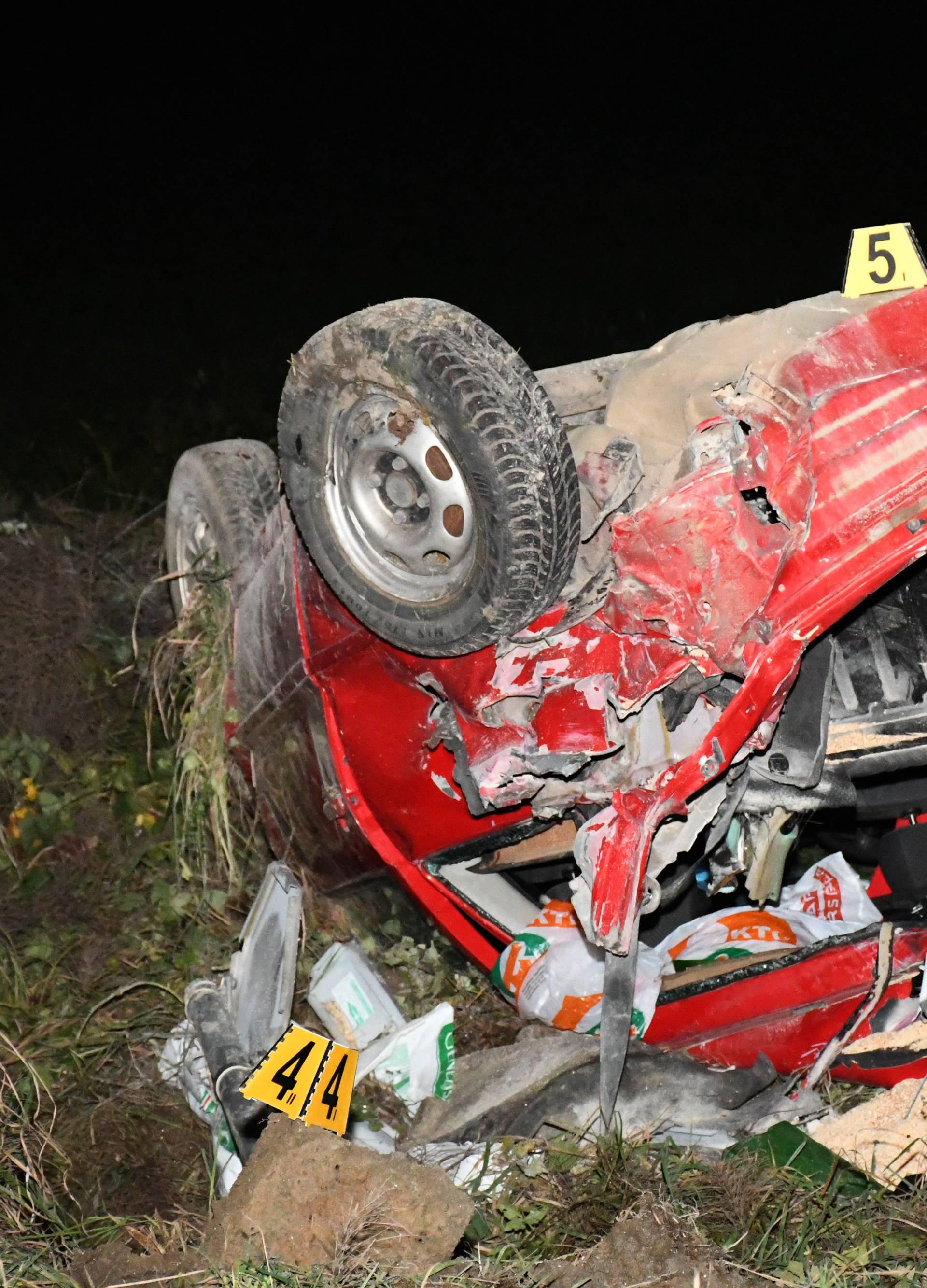 Vlak naletio na auto: Vozilo se prevrnulo i završilo na krovu
