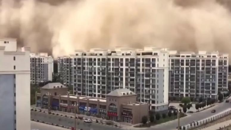 VIDEO Ogroman oblak pješčane oluje prekrio je grad u Kini