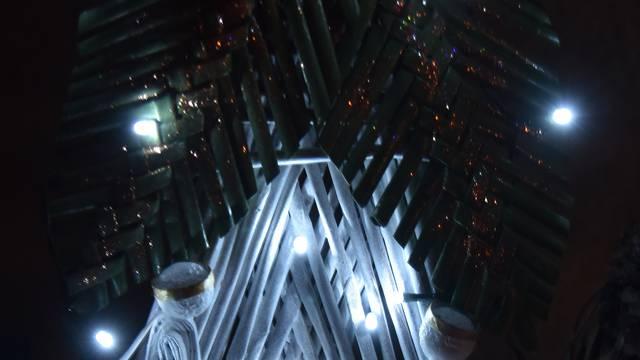 Originalne ideje: Ručno rađene jaslice pokazali u čarobnoj kuli