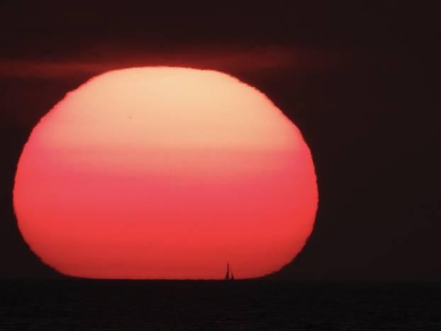 Prekrasan zalazak sunca iznad Hvara