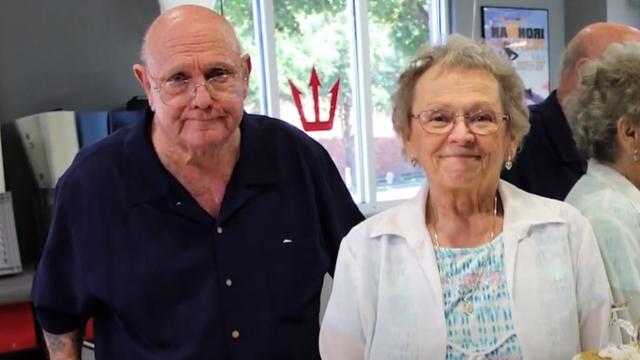 Držeći se za ruke zajedno umrli nakon 53 godine bračnog života
