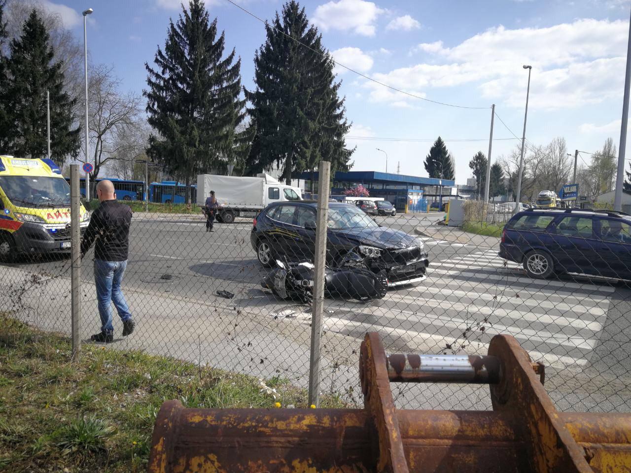 'Bio je strašan udarac': Auto i motor sudarili se na križanju