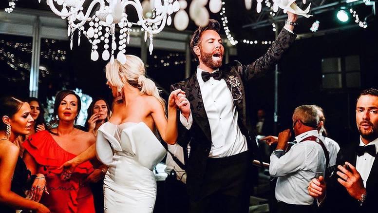 Grubnić objavio neviđene fotke sa svadbe: Zaplesao je na stolu