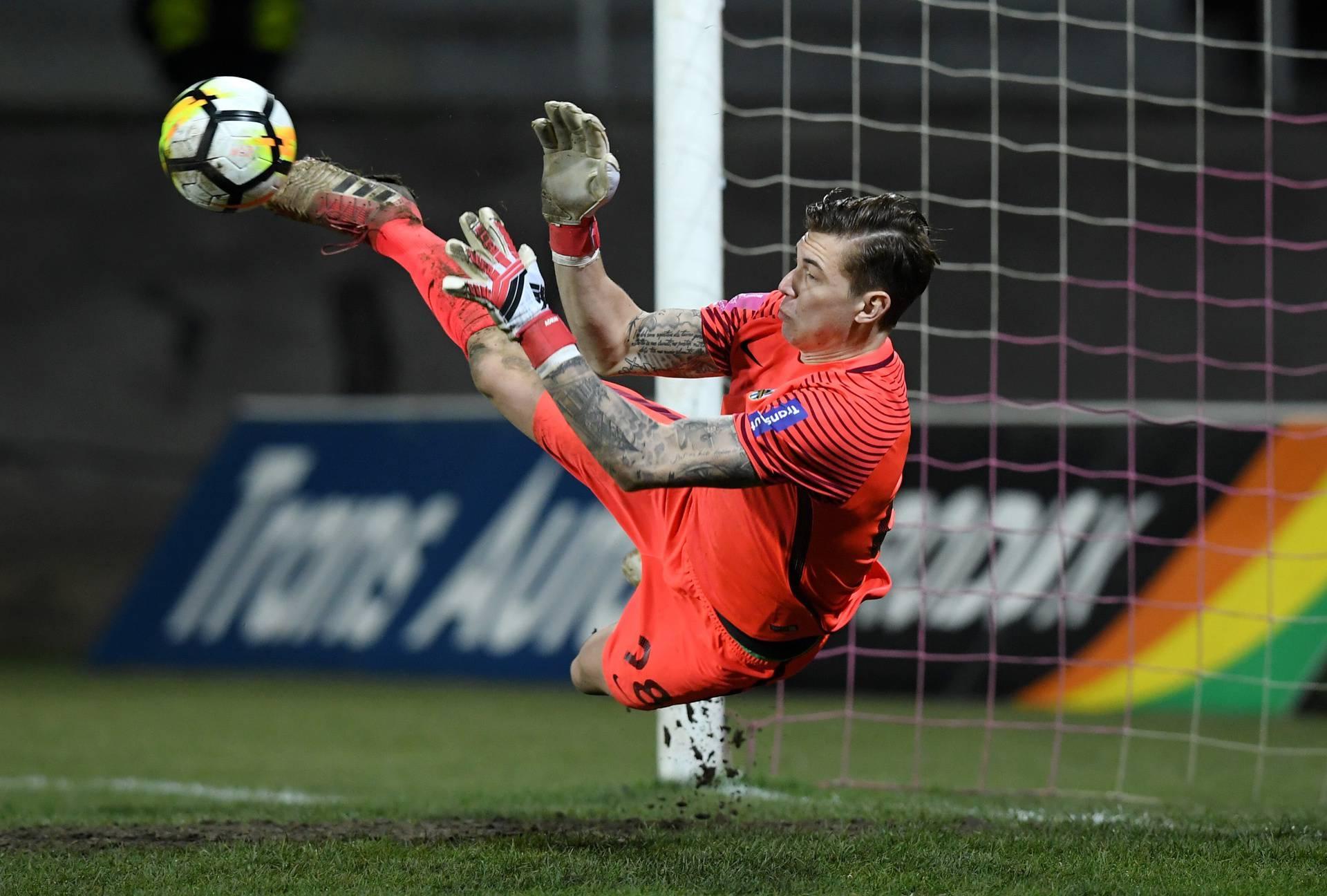 Kako brani Šemper! Opet skinuo penal, Chievo korak do Serie  A