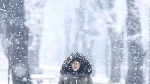 Snijeg je zabijelio ulice Sarajeva
