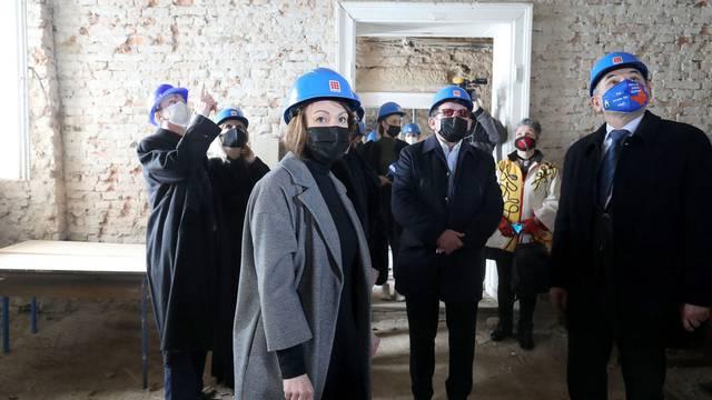Pavičić Vukičević o obnovi Gimnazije Tituša Brezovačkog: 'Učenici se u školu vraćaju 1.9.'